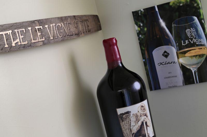 Le Vigne Sign and Bottle